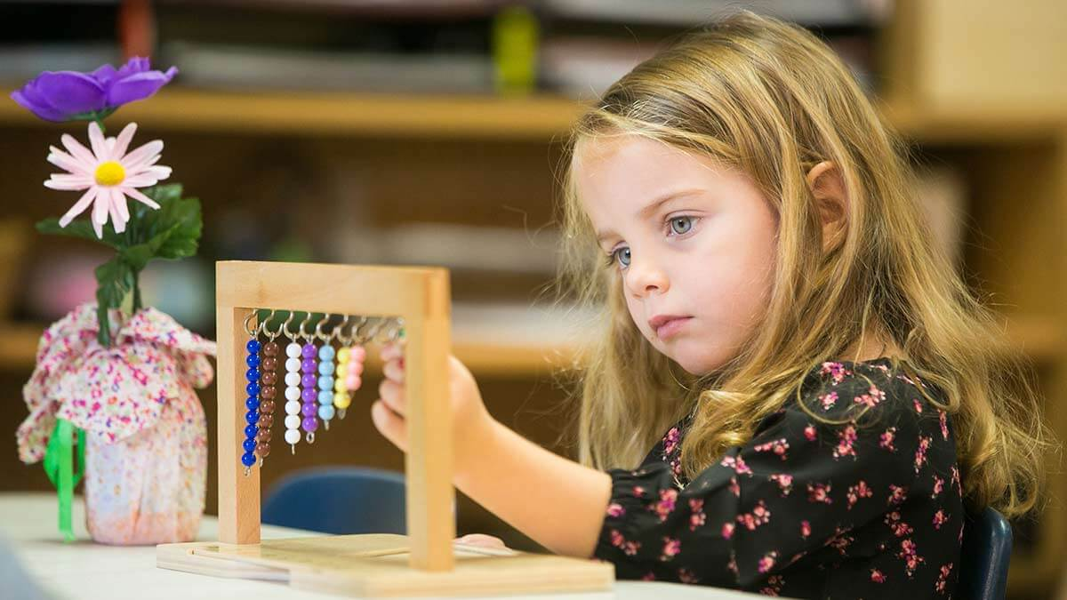 Little girl learning at the STEM program at Children's Magnet Montessori school.