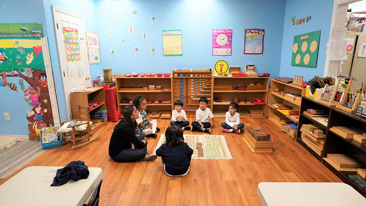 Children learning at the kindergarten Montessori programs.